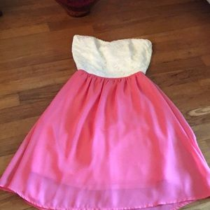 Dresses & Skirts - Strapless white and pink dress with bow in back